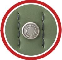 コンバースという文字がカブセの鋲に刻印