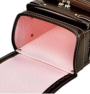 サンシャインプリティのカブセ裏とメインポケットのデザイン