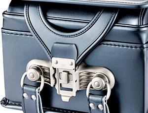 トラディショナル クラリーノランドセルの自動施錠