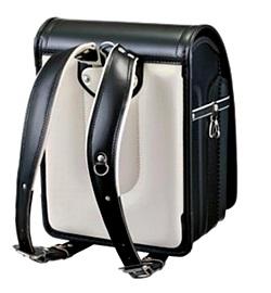 中村鞄製作所の肩ベルトはややX字形