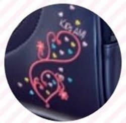 キッズアミ ワンダーシャイニーの前ポケットの花の刺繍